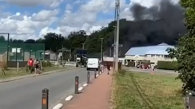 Incendie près du centre sportif de Mont-Saint-Guibert : une friterie en flammes