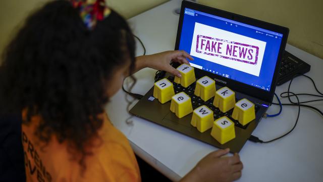 testInfodémie : un senior sur quatre diffuse de fausses informations