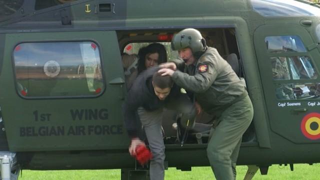 testInsolite : un hélicoptère de l'armée atterrit à Notre Dame de Basse-Wavre !