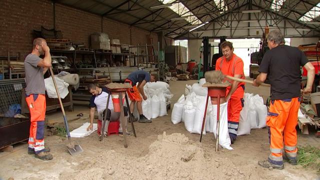 testJodoigne : les sacs de sable sont prêts