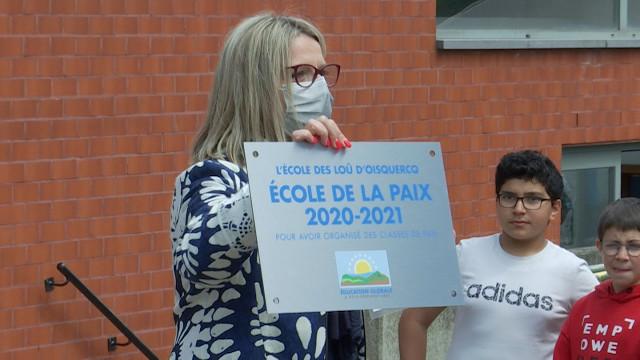testL'école communale des Loû de Oisquercq reçoit le label Ecole de la Paix