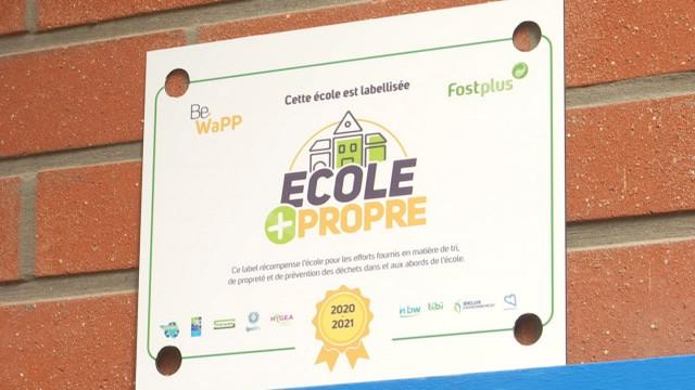 testL'école Saint-Jean Baptiste d'Huppaye reçoit le label 'École plus propre'