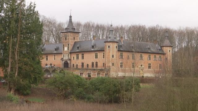 testLa tente du Château de Mérode à Rixensart déplaît à certains riverains.