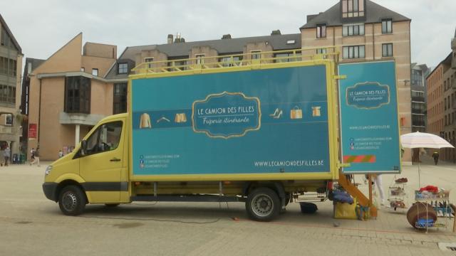 Le Camion des Filles, une friperie itinérante