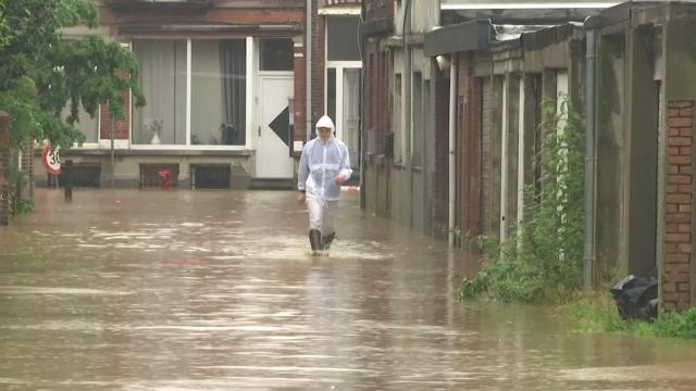 testLe centre-ville de Court-Saint-Étienne inondé en quelques minutes