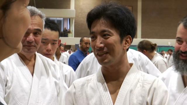 Le jeune maître de l'aïkido Mitsuteru Ueshiba à Louvain-la-Neuve