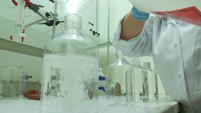 LLN : Du gel hydroalcoolique produit au parc scientifique