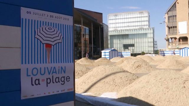 testLouvain-la-Plage : 300 tonnes de sable sur la Grand-Place !