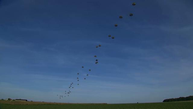 Opération Storm Tide : 100 para-commandos largués dans le ciel nivellois ! (VIDEO)