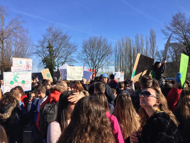 Près de 1.000 élèves rassemblés à Jodoigne pour le climat