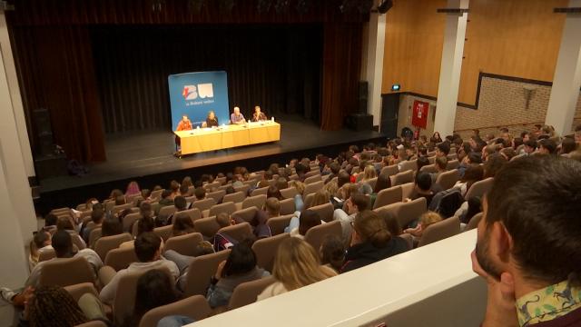 S'interroger et débattre : Genesis 2.0 pour les élèves en ouverture du WAHFF
