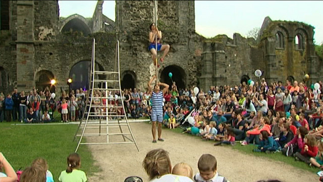 Samedi, l'abbaye se tranforme en un cirque géant à ciel ouvert