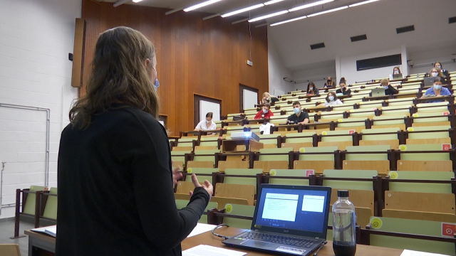 testUCLouvain : 80% des cours en présentiel, 20% d'elearning, 100% des cours filmés
