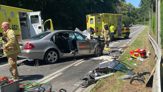 testUn bus des TEC percute une voiture à La Hulpe : un mort et cinq blessés