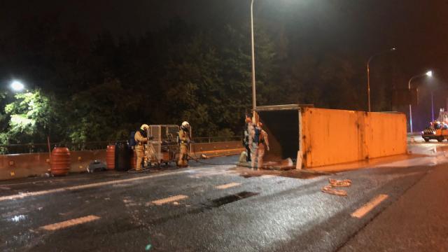 Camion transportant des produits dangereux renversé sur le Ring Ouest : circulation rouverte dans les deux sens