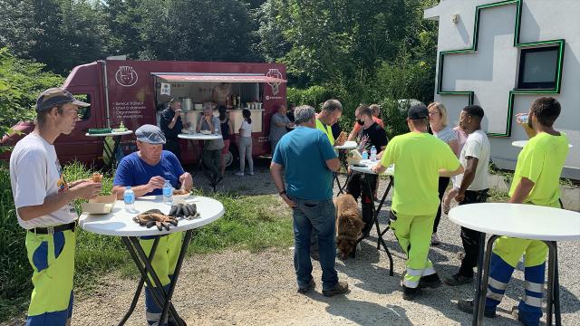 Un food truck du Lions Club sillonne le Brabant wallon pour nourrir les sinistrés