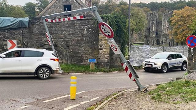 Un second portique au sol à l'Abbaye de Villers : la Commune pousse un coup de gueule