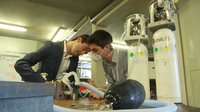 Un système pour dédoubler les respirateurs mis au point par deux inventeurs de l'UClouvain