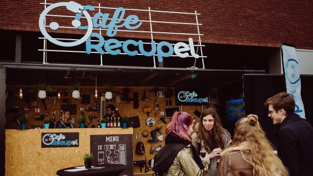 Une cafetière contre une bière : le Café Recupel débarque à Louvain-la-Neuve !